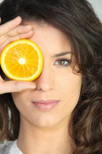vitamine-c-réduit-risque-cataracte