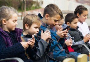 Il faut aussi éliminer les champs électromagnétiques de notre environnement parce qu'on a trop de cas, en particulier chez les enfants