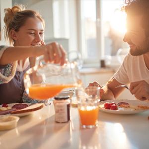 couple-petit-déjeuner