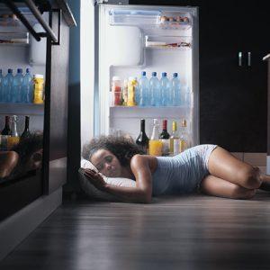 femme sommeil frigo